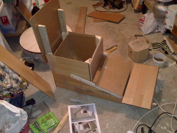 Tavuklar için otomatik açilir yemlik yapimi : www.KendinYapSitesi.com