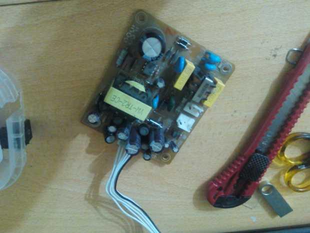 Kendin Yap, kullanılmayan uydu alıcısından on/off düğmeli güç kaynağı, www.kendinyapsitesi.com